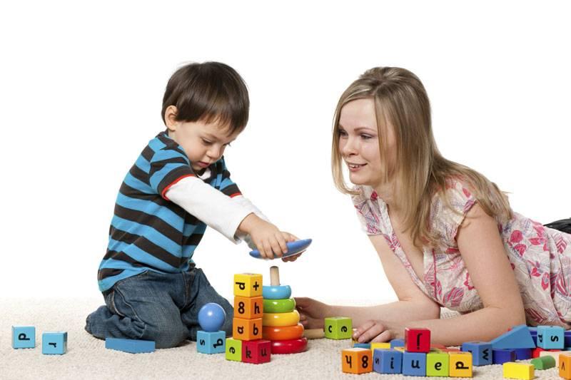 Как научить ребенка есть ложкой? каким еще первым навыкам самообслуживания учить малыша?
