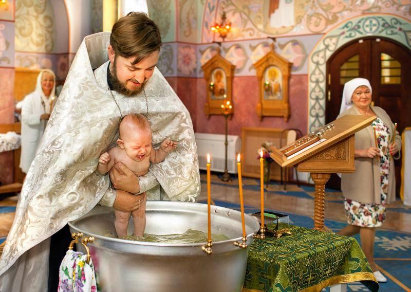 Крещение ребенка: правила, приметы, что нужно знать родителям мальчика и девочки