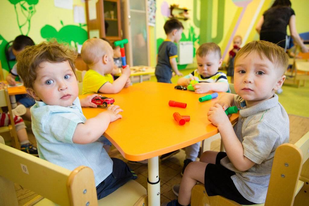 В каком возрасте отдать ребенка в ясли?советы и примеры.