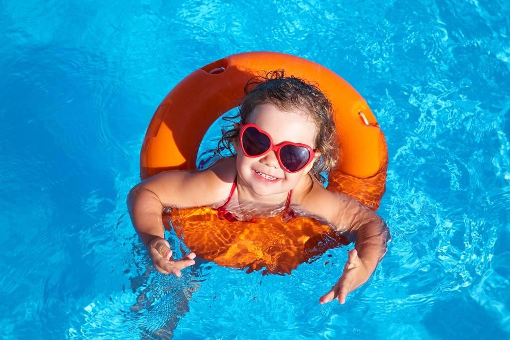 Первый раз в аквапарке с детьми: правила поведения | быть родителями - это просто!