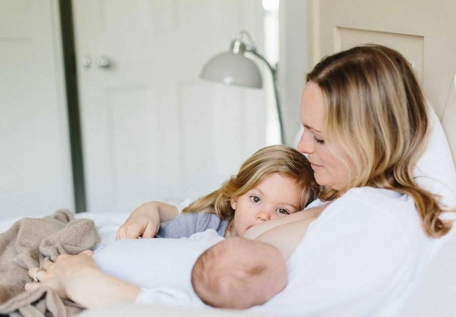 Кормление грудью во время беременности и кормление тандемом.