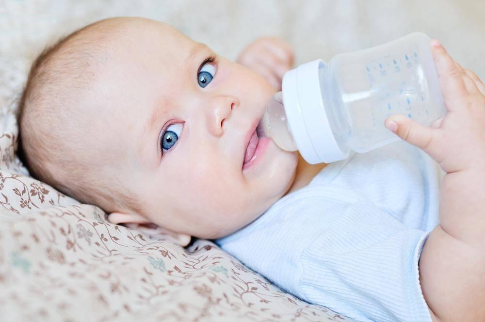 Как переводить ребенка на смесь, как вводить смесь при грудном вскармливании?