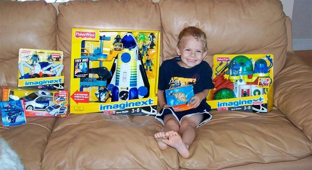 Что подарить мальчику на 4 года: интересные идеи подарков на день рождения