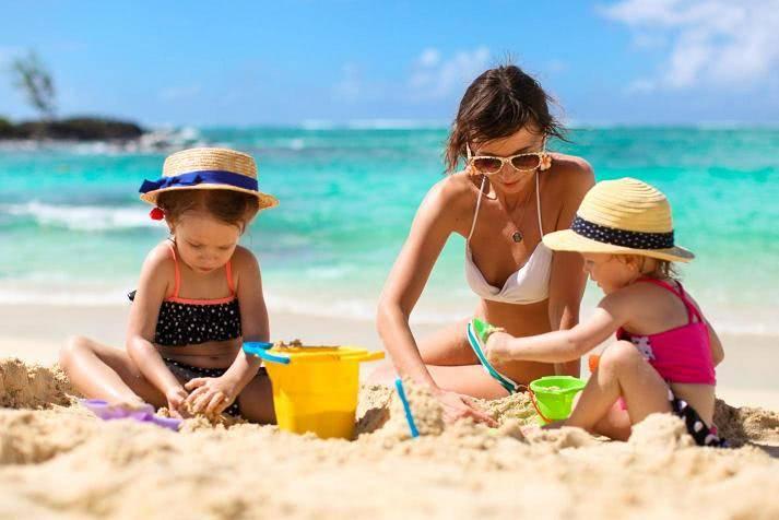 Что нужно знать маме перед поездкой на море с маленьким ребенком