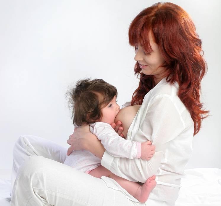Позы для кормления грудью новорожденного. | грудное вскармливание