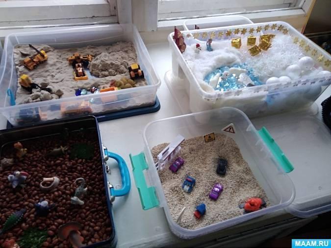 Сенсорные коробки для детских игр.