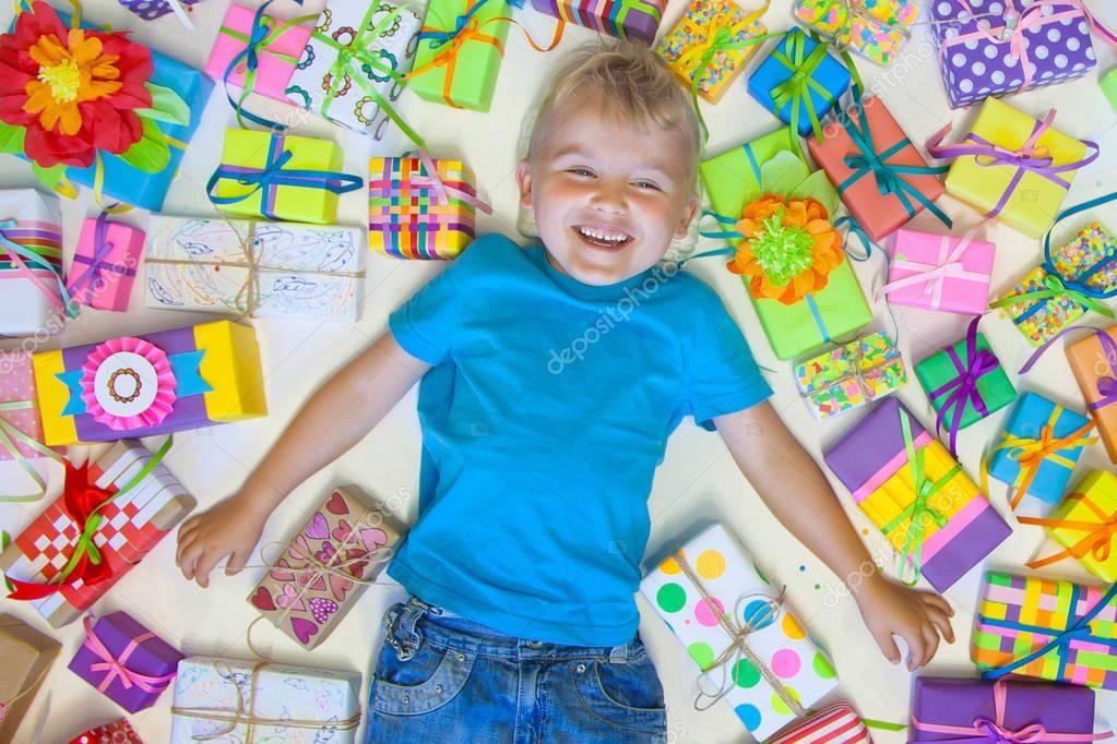 Подарок мальчику на 5 лет: список оригинальных идей