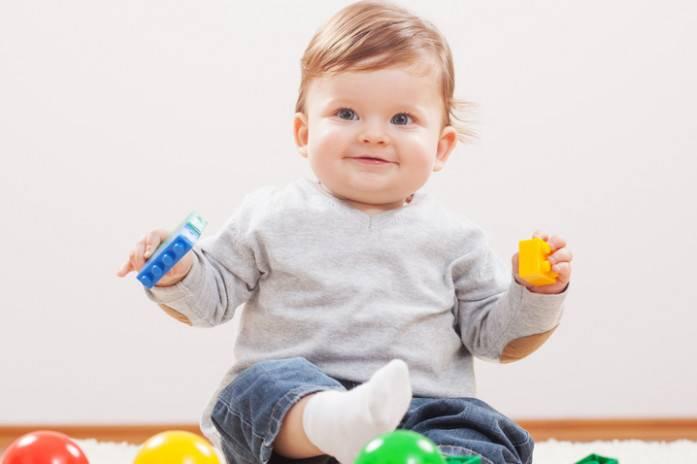 Развитие ребенка в 1 год 1 месяц: что должен уметь, питание, сон, занятия
