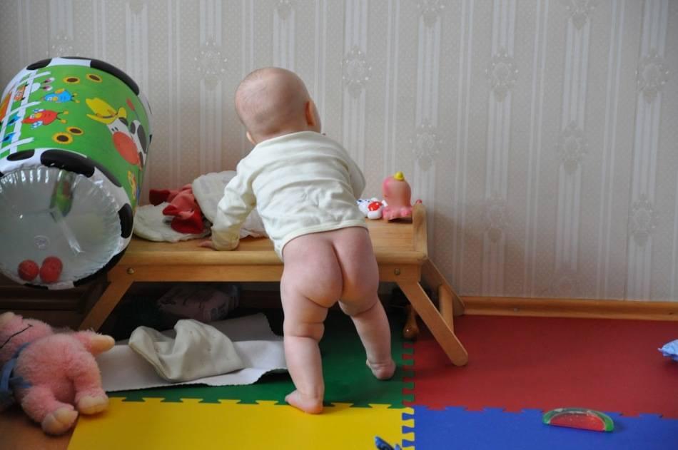 Что делать, если сыночек в 8 месяцев не садится самостоятельно?