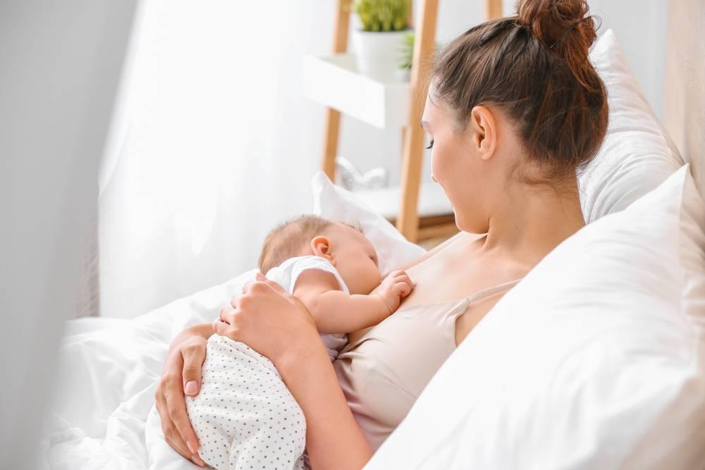 Как кормить новорожденного