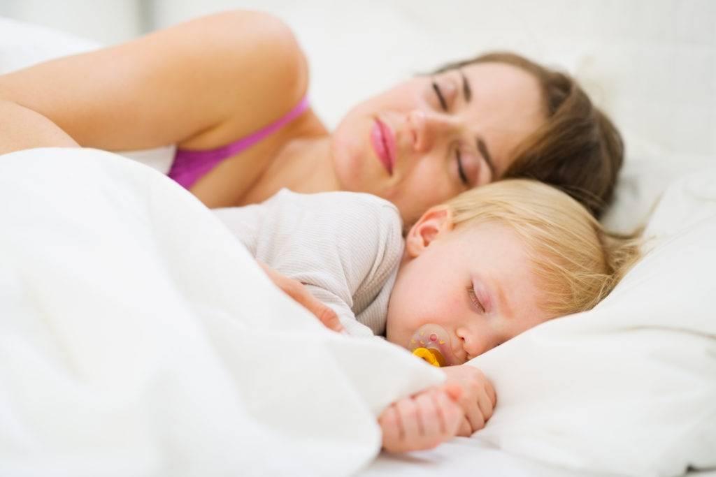 Как уложить ребенка спать без грудного кормления?