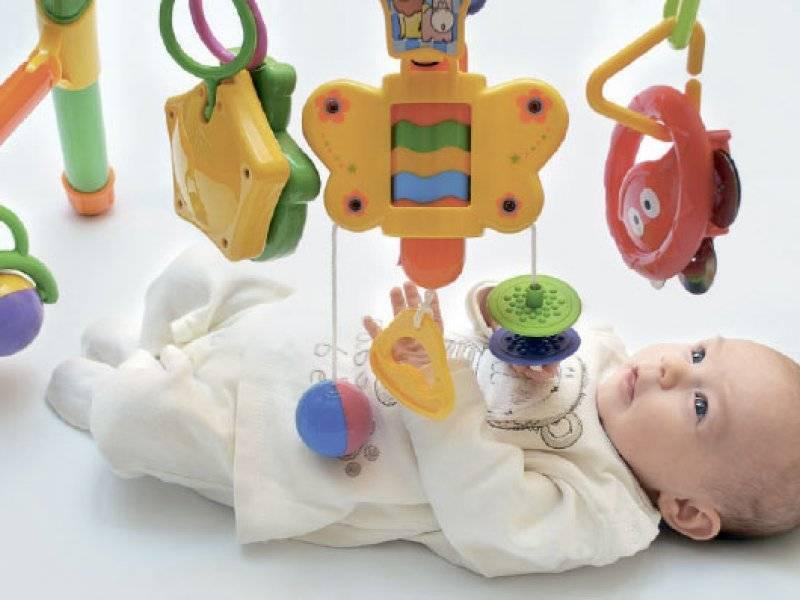Ребенку 7 месяцев: игры и упражнения