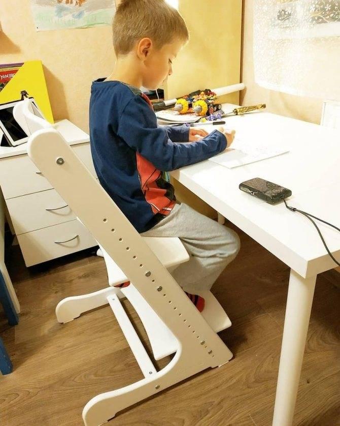 Детский ортопедический стул для школьника: виды и конструктивные особенности