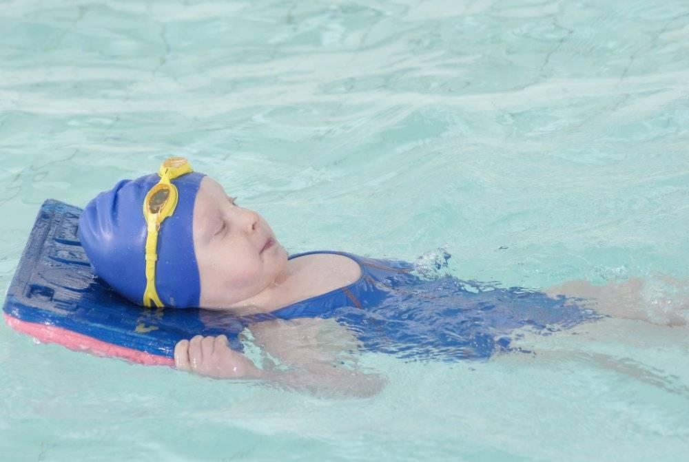 Как научиться плавать стилем брасс: программа для самостоятельного обучения