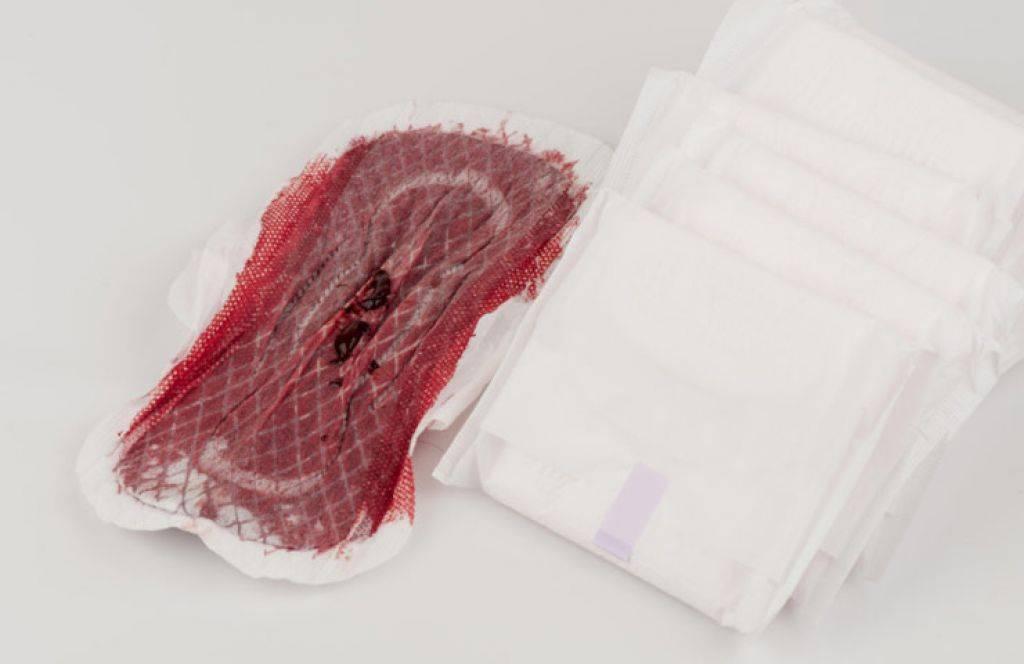 На сколько времени хватает тампона или прокладки при месячных, какие выделения считаются обильными?