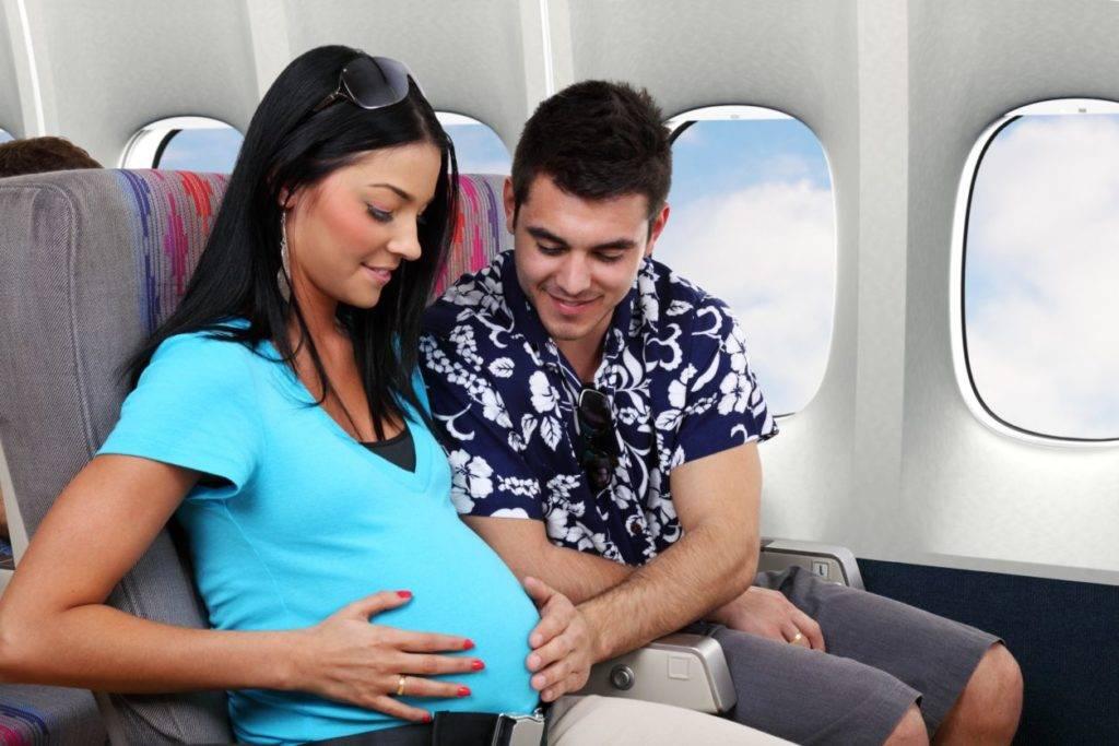 Полет на самолете во время беременности: возможный вред, советы