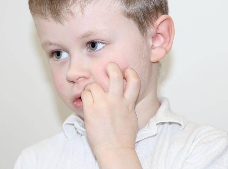 Как отучить ребенка грызть ногти в 3 года народные средства