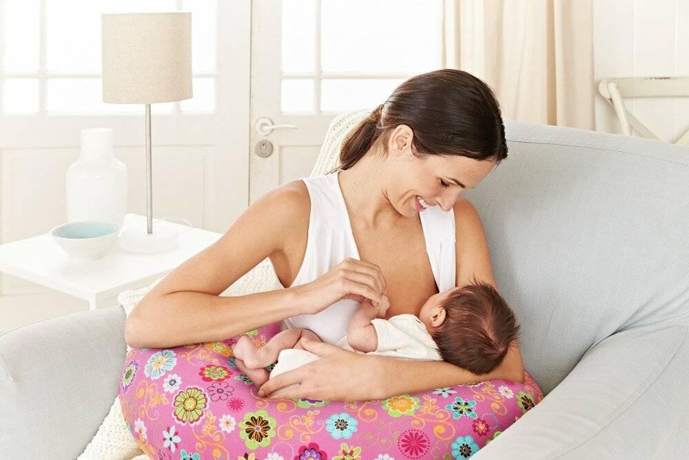 Сколько по времени кормить новорожденного грудным молоком
