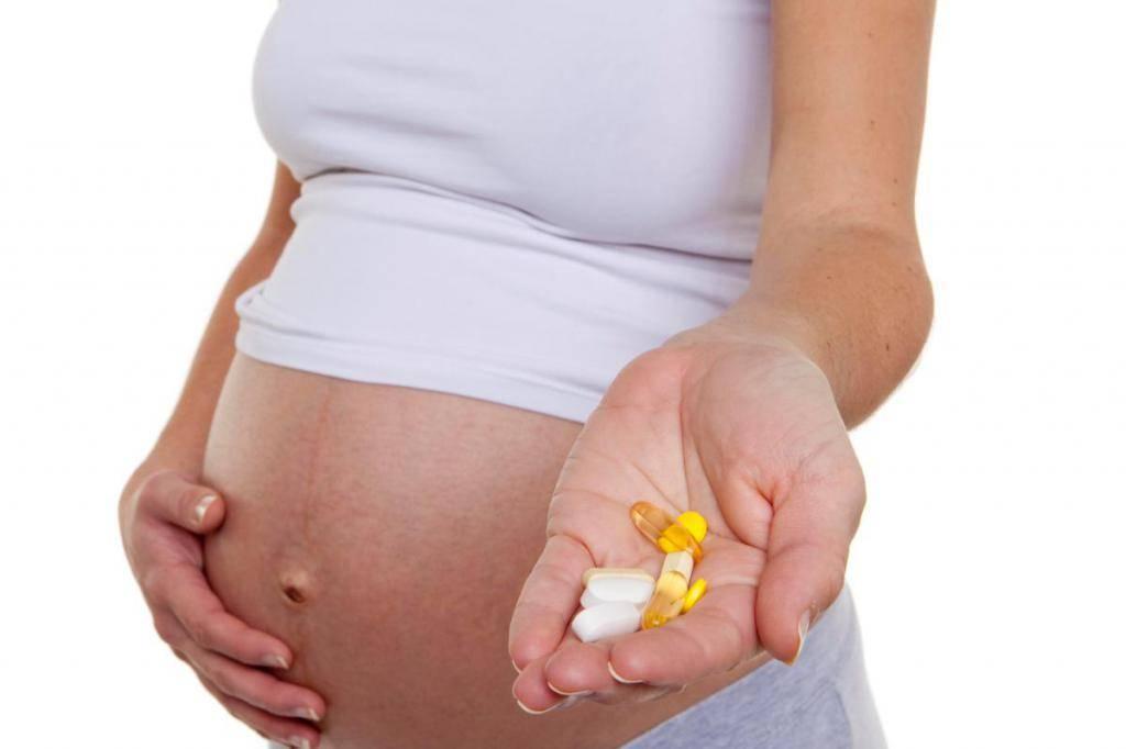 Фармакотерапия беременных и кормящих женщин: какие лекарства влияют на плод и новорожденного