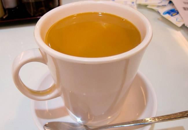 Чай с молоком (черный и зеленый) при грудном вскармливании для лактации: можно ли его пить при гв