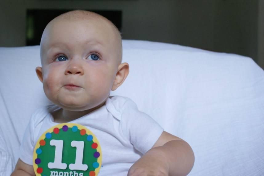 Развитие ребенка в 11 месяцев (10 – 11 месяц) - развивающие игры с ребенком
