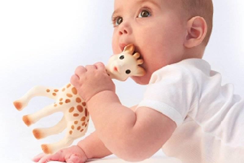 Как и в каком возрасте отучать ребенка от сосания пальчика?