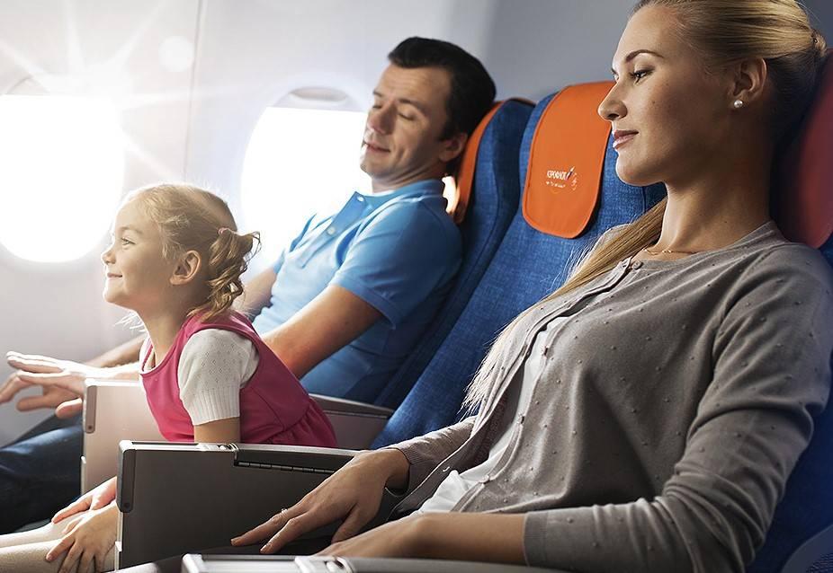Как развлечь маленького ребенка в самолете: 12 шагов