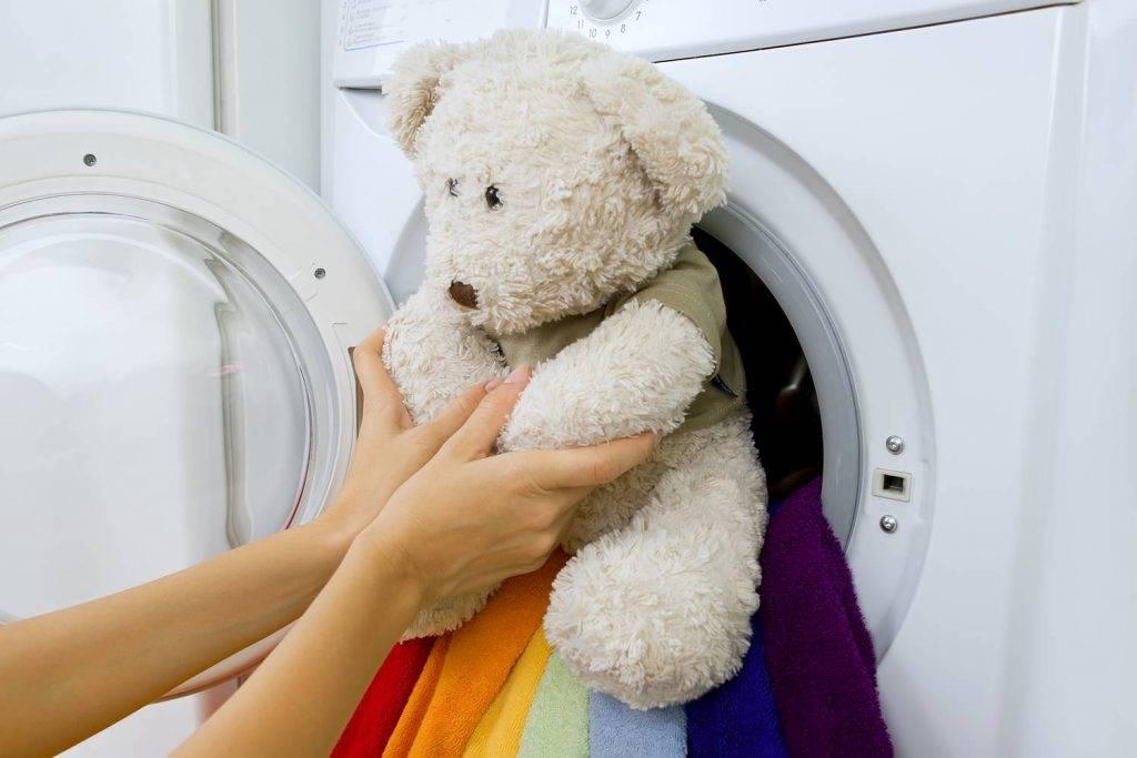 Как стирать мягкие игрушки в стиральной машинке и вручную – советы