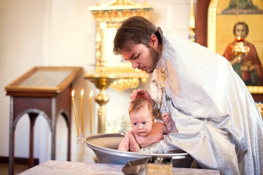 Крещение ребёнка: приметы и традиции
