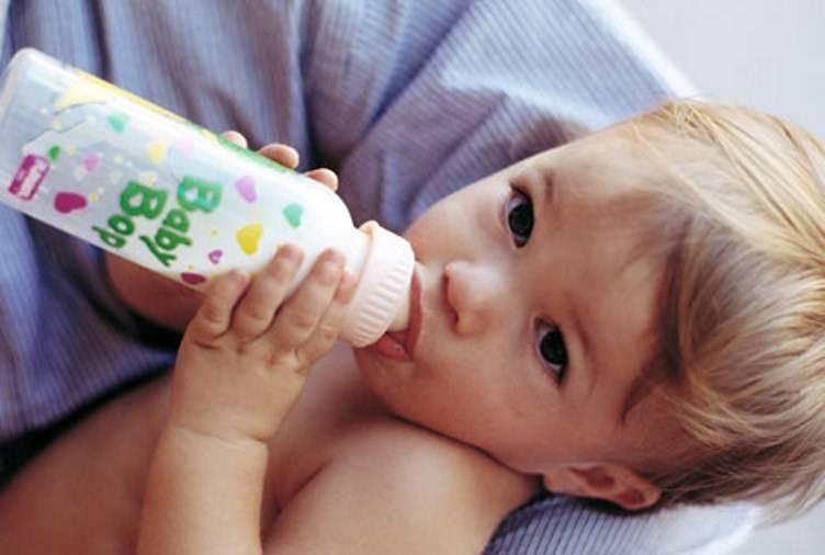 Как приучить ребенка к бутылочке: 3 основных способа и 6 полезных рекомендаций