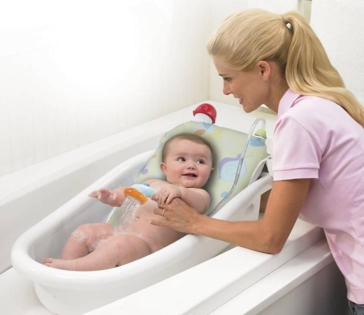 Как часто нужно купать ребенка до года - купать или подмывать?