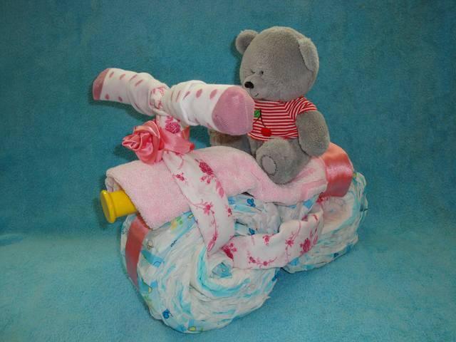 Поделки из памперсов на подарок для новорожденных мальчиков и девочек: что можно сделать своими руками?