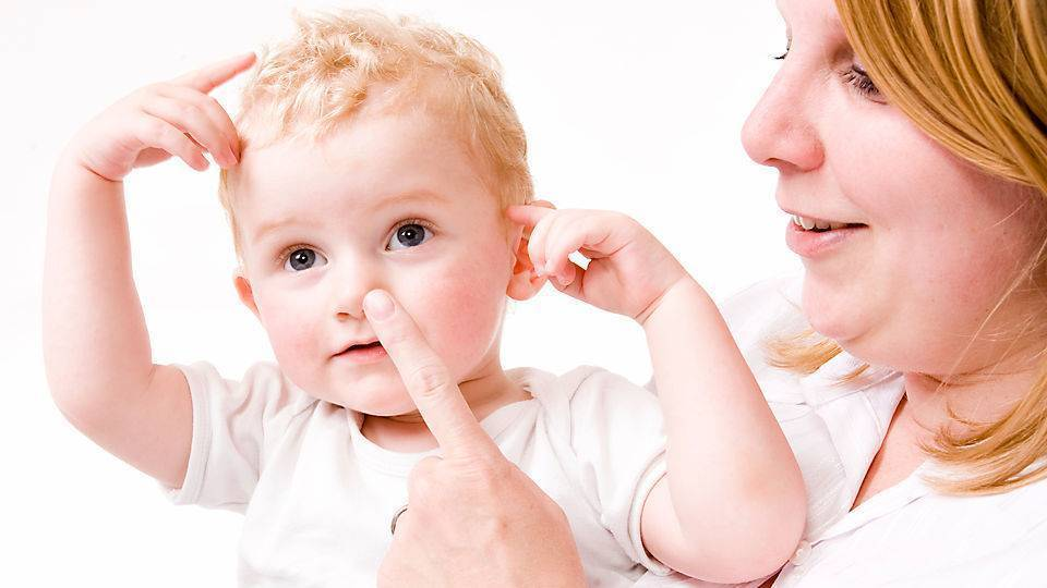 Как научить ребёнка сморкаться правильно?