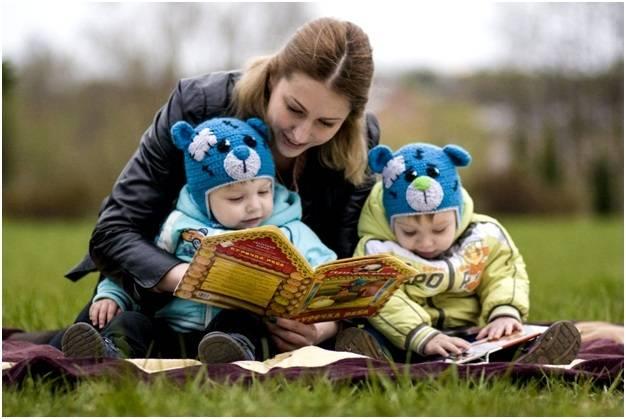 Как воспитывать двойняшек и близнецов: правила для родителей