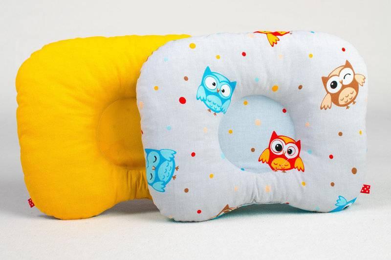 Подушка для новорожденного: нужна ли ортопедическая и с какого возраста