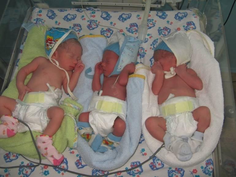 Во сколько недель рожают двойню, какие существуют риски при беременности двойней