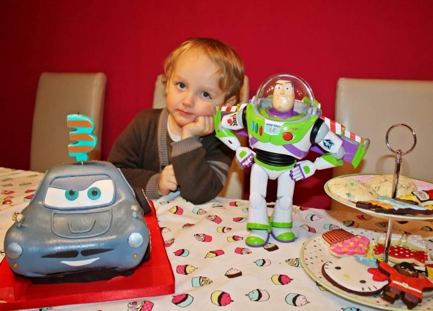 Что можно подарить мальчику на 4 года — полезные игрушки для развития