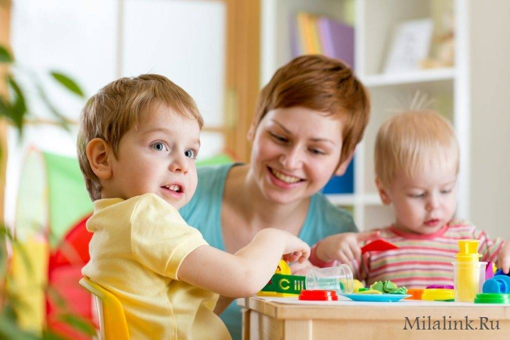 Стоит ли отдавать ребенка в сад до 3-х лет