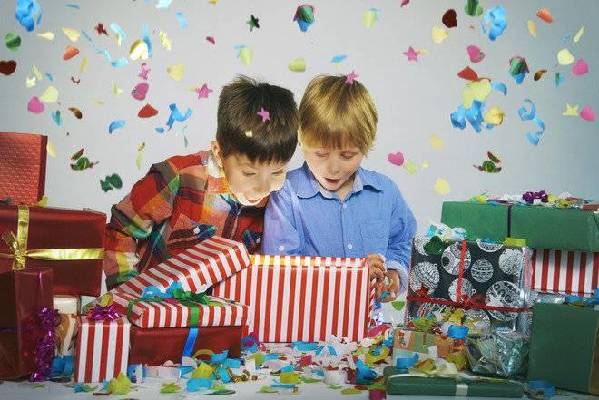 Подарки ребенку 9-10 лет на новый год: идеи новогодних презентов для 9-летних мальчиков и девочек