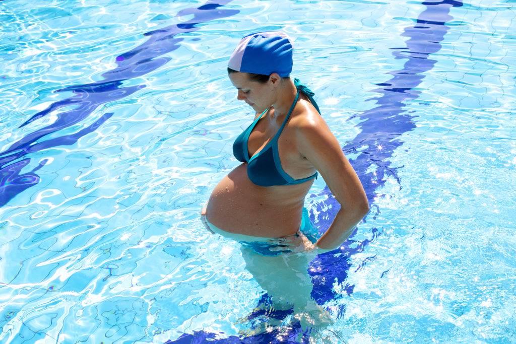 Можно ли беременным ходить в бассейн и аквапарк