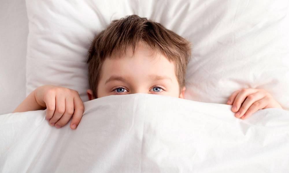 Грудничок кряхтит тужится во сне