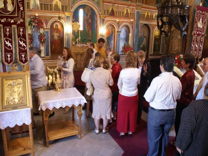 Можно ли женщине посещать церковь во время месячных