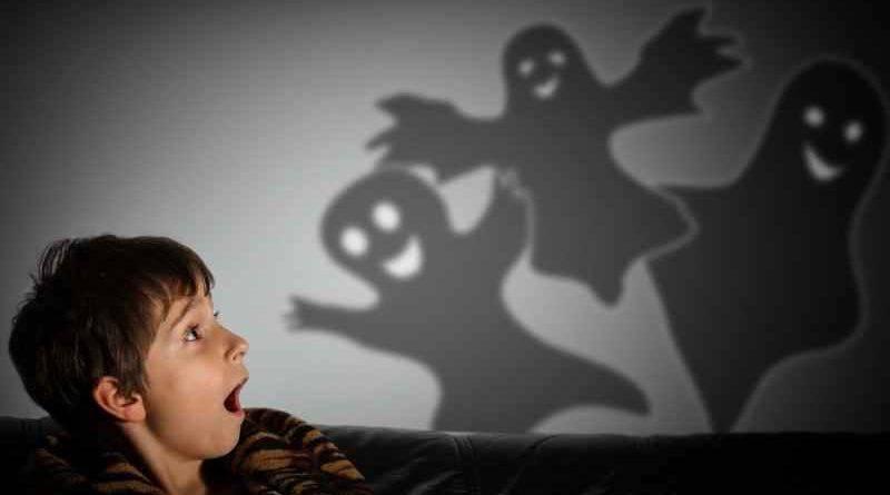 Ребенок боится темноты: в чем причина и как преодолеть страх