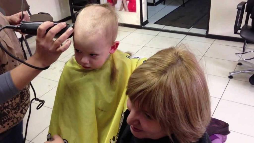 Когда можно стричь ребенка в первый раз