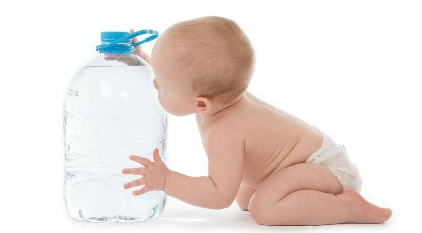 Можно ли воду новорожденным: давать ли воду при грудном  и искусственном вскармливании?