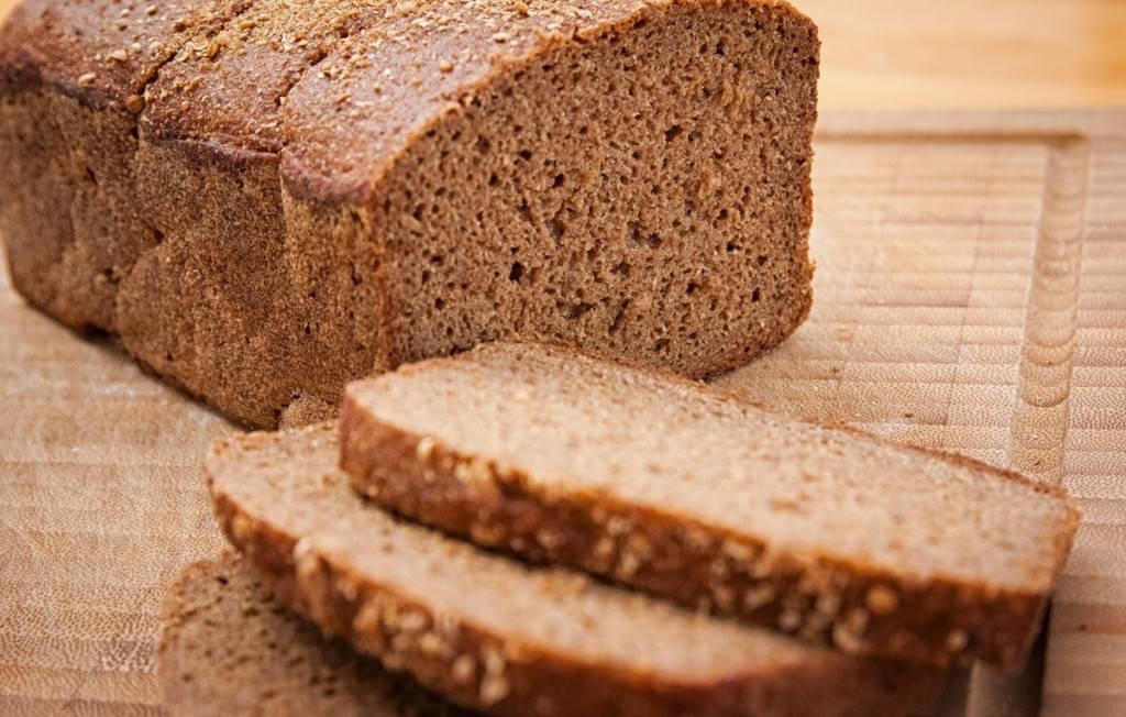 Какой хлеб можно есть при панкреатите и холецистите: разрешено ли кушать сухари и хлебцы, лаваш, черный и белый цельнозерновой