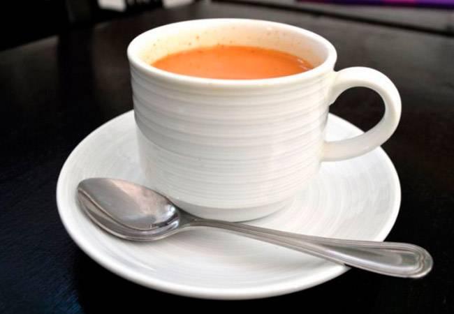 Чай с молоком при грудном вскармливании: можно ли пить мамам?