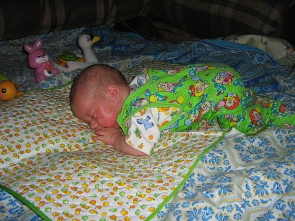 Сколько младенцу можно спать на животе | главный перинатальный - всё про беременность и роды