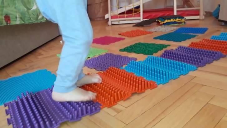 Ортопедический коврик для детей: массажный снаряд для профилактики и лечения плоскостопия