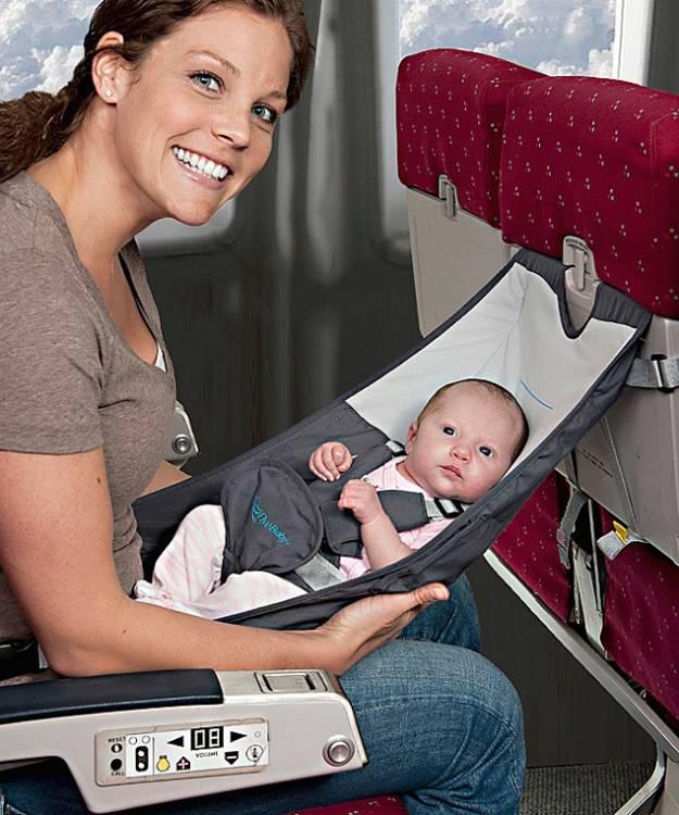 Что взять ребенку в самолет: список необходимых вещей